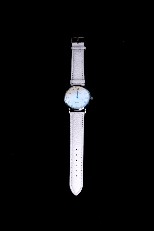 ЧасыЧасы<br>Элегантные часы на кожаном браслете.  В изделии использованы цвета: белый<br><br>По сезону: Всесезон<br>Размер : UNI<br>Материал: Искусственная кожа<br>Количество в наличии: 1
