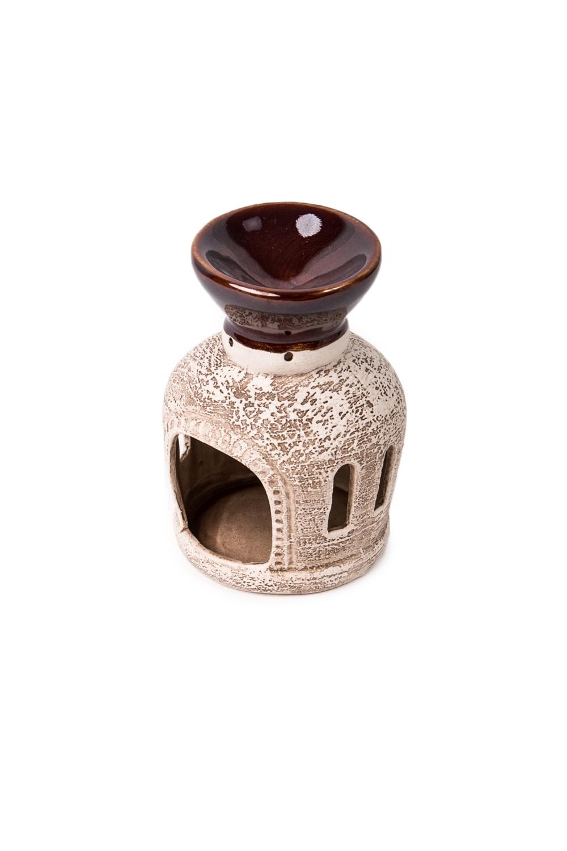 Аромалампа Око ГораАромалампы<br>Аромалампа – источник вдохновения для домашней хозяйки. Она помогает создать атмосферу, наполнить дом целительными ароматами тайги или цветущего луга. Предостеречь от вирусных заболеваний зимой, помочь справится с недугом. Это самый простой и эффективный способ использования эфирных масел для всей семьи сразу.  Как пользоваться аромалампой: в верхнее блюдце наливается тёплая вода, в неё добавляется несколько капель эфирного масла, возможны различные сочетания, внизу зажигается свеча. За счет медленного нагрева воды, воздух наполняется испарениями эфирного масла. Количество капель эфирного масла зависит от величины помещения. В среднем из расчета 1-2 капли масла на 5 м площади.  Размер: около 12 см<br><br>Размер : UNI<br>Материал: Глина<br>Количество в наличии: 2
