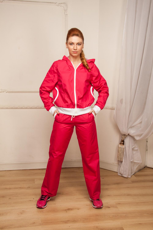 БрюкиСпортивная одежда<br>Замечательные брюки для занятия спортом и свободного стиля. У изделия два кармана. В данной модели используется подкладочная ткань quot;сеткаquot;, обеспечивающая комфорт при носке, оптимальные условия микроклимата, не сковывает движений. Модель, выполненная из ткани микрофибра - это текстиль новейшего поколения, бархатистая, эластичная, чрезвычайно крепкая ткань, устойчивая к химическому и световому воздействию. К преимуществам микрофибры следует отнести отсутствие quot;капризностиquot;: ткань мужественно переносит все тяготы эксплуатации, сохраняя первозданный вид в течение долгих лет.  Цвет: фуксия.  Рост девушки-фотомодели 170 см  При создании образа, который Вы видите на фотографии, также была использована куртка арт. VOK(1)-NNE. Для просмотра модели введите артикул в строке поиска.<br><br>Застежка: С завязками<br>По длине: Макси<br>По материалу: Плащевая ткань<br>По рисунку: Неоновые,Однотонные<br>По сезону: Весна,Зима,Осень,Всесезон<br>По силуэту: Полуприталенные<br>По стилю: Повседневный стиль,Спортивный стиль<br>По элементам: С карманами<br>По форме: Спортивные брюки<br>Размер : 46,50<br>Материал: Плащевая ткань<br>Количество в наличии: 2