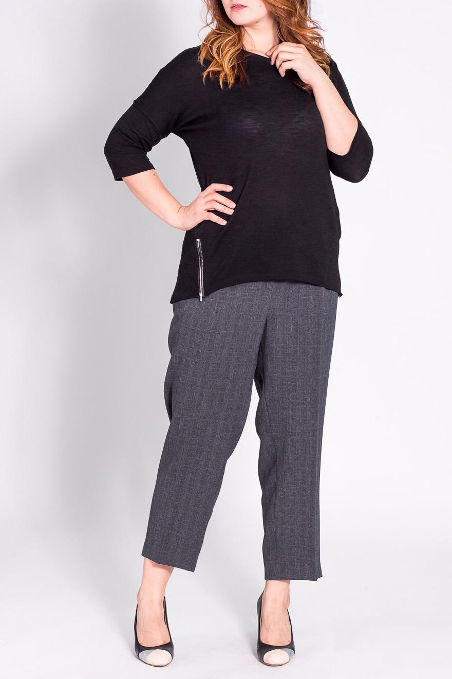 БрюкиБрюки<br>Классические брюки со стрелками.  Модель выполнена из плотной костюмной ткани. Отличный выбор для повседневного и делового гардероба.  Цвет: серый  Рост девушки-фотомодели 180 см<br><br>По материалу: Костюмные ткани<br>По рисунку: Однотонные<br>По сезону: Весна,Осень,Зима<br>По силуэту: Прямые<br>По стилю: Классический стиль,Офисный стиль,Повседневный стиль<br>По форме: Классические<br>По элементам: Со стрелками<br>Размер : 62/164,64/164,68/164,72/164,74/164<br>Материал: Костюмная ткань<br>Количество в наличии: 5