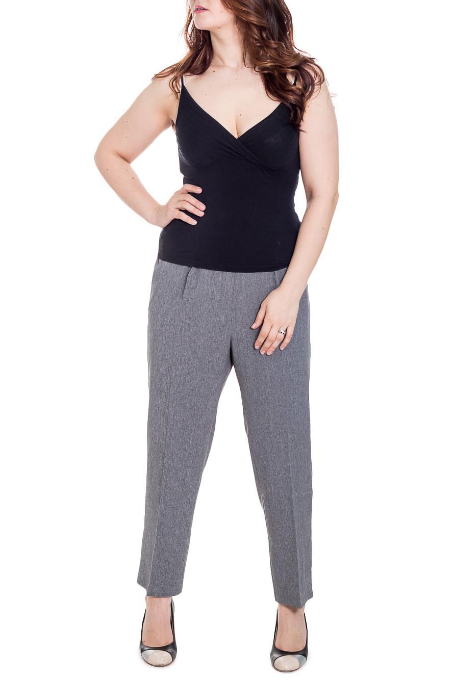БрюкиБрюки<br>Классические брюки. Модель выполнена из приятного материала. Отличный выбор для повседневного и делового гардероба. Ростовка изделия 164 см.  Цвет: серый  Рост девушки-фотомодели 180 см<br><br>По материалу: Костюмные ткани,Тканевые<br>По рисунку: Однотонные<br>По силуэту: Полуприталенные<br>По стилю: Офисный стиль,Повседневный стиль<br>По сезону: Осень,Весна,Зима<br>Размер : 60,62,64,66,68,70,72,74,76,78<br>Материал: Костюмная ткань<br>Количество в наличии: 10