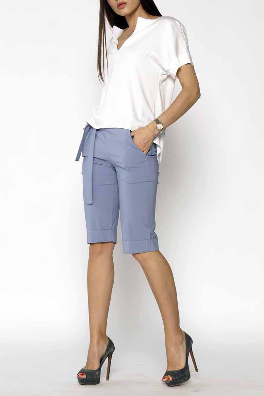 ШортыШорты<br>Чудесные женские шорты с карманами. Модель выполнена из плотного материала. Отличный выбор для повседневного и делового гардероба. Шорты без пояса.  Цвет: серый  Ростовка изделия 170 см<br><br>По материалу: Тканевые<br>По образу: Город,Офис<br>По рисунку: Однотонные<br>По стилю: Офисный стиль,Повседневный стиль<br>По элементам: С карманами<br>По сезону: Лето<br>Размер : 42,56<br>Материал: Костюмно-плательная ткань<br>Количество в наличии: 2