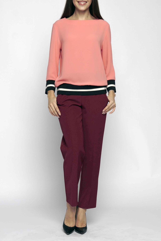 БрюкиБрюки<br>Укороченные женские брюки свободного прилегания из комфортного полотна с удобными  карманами и поясом на эластичной тесьме.   В изделии использованы цвета: бордовый  Длина 92 см по боковому шву  Ростовка изделия 170 см.<br><br>По длине: Укороченные<br>По материалу: Тканевые<br>По рисунку: Однотонные<br>По сезону: Весна,Зима,Осень,Лето,Всесезон<br>По силуэту: Прямые,Свободные<br>По стилю: Кэжуал,Повседневный стиль<br>По элементам: Со стрелками<br>Размер : 40-42,44-46,48-50,56-58<br>Материал: Костюмная ткань<br>Количество в наличии: 4