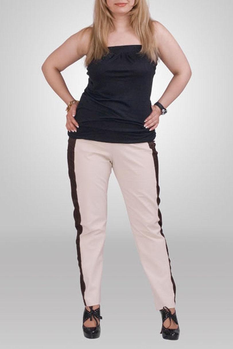 БрюкиБрюки<br>Удобные брюки из плотного материала. Отличный выбор для любого случая.  Цвет: бежевый, коричневый  Рост девушки-фотомодели 173 см<br><br>По образу: Город,Свидание<br>По рисунку: Цветные<br>По сезону: Весна,Осень<br>По стилю: Повседневный стиль<br>По форме: Зауженные<br>По длине: Удлиненные<br>По материалу: Тканевые<br>По силуэту: Полуприталенные<br>Размер : 66<br>Материал: Костюмная ткань<br>Количество в наличии: 1