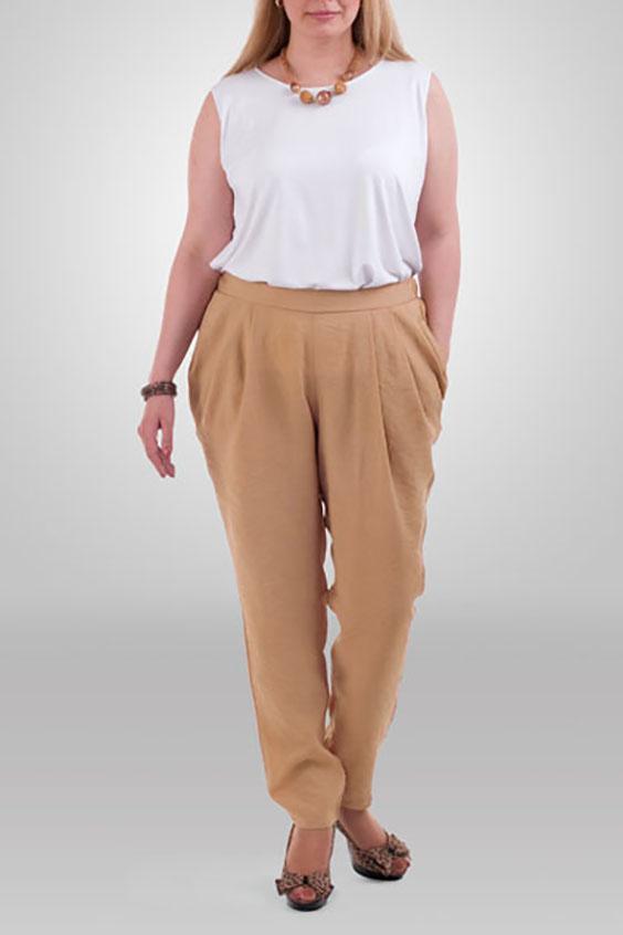 БрюкиБрюки<br>Универсальные брюки из приятного струящегося материала. Отличный выбор для повседневного и делового гардероба.  Цвет: песочный  Рост девушки-фотомодели 173 см.<br><br>По материалу: Вискоза,Шелк<br>По рисунку: Однотонные<br>По сезону: Весна,Лето<br>По силуэту: Полуприталенные<br>По стилю: Летний стиль,Повседневный стиль<br>По форме: Шаровары<br>По элементам: С карманами,Со складками<br>Размер : 52,56,60,62,64<br>Материал: Искусственный шелк<br>Количество в наличии: 10