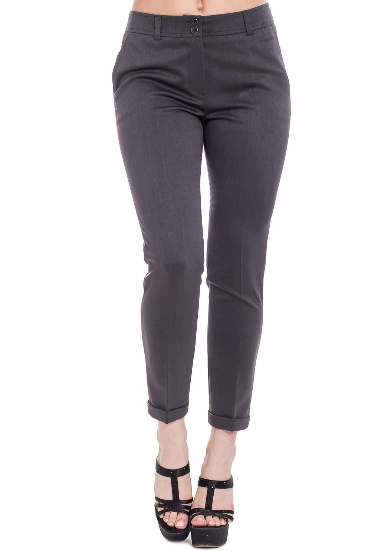 БрюкиБрюки<br>Укороченные брюки, прилегающего силуэта. Изделие удобно застегивается на скрытую молнию и дополнительно фиксируется на пуговицу на поясе.Также на поясе имеются шлевки для ремня. Данная модель сделает Ваш образ не забываемым  Цвет: серый  Рост девушки-фотомодели 170 см.<br><br>По материалу: Тканевые<br>По рисунку: Однотонные<br>По силуэту: Приталенные<br>По стилю: Офисный стиль,Повседневный стиль<br>По форме: Классические<br>По элементам: Со складками<br>По длине: Укороченные<br>По сезону: Осень,Весна,Зима<br>Размер : 44,46,48,50,52,54<br>Материал: Костюмная ткань<br>Количество в наличии: 10