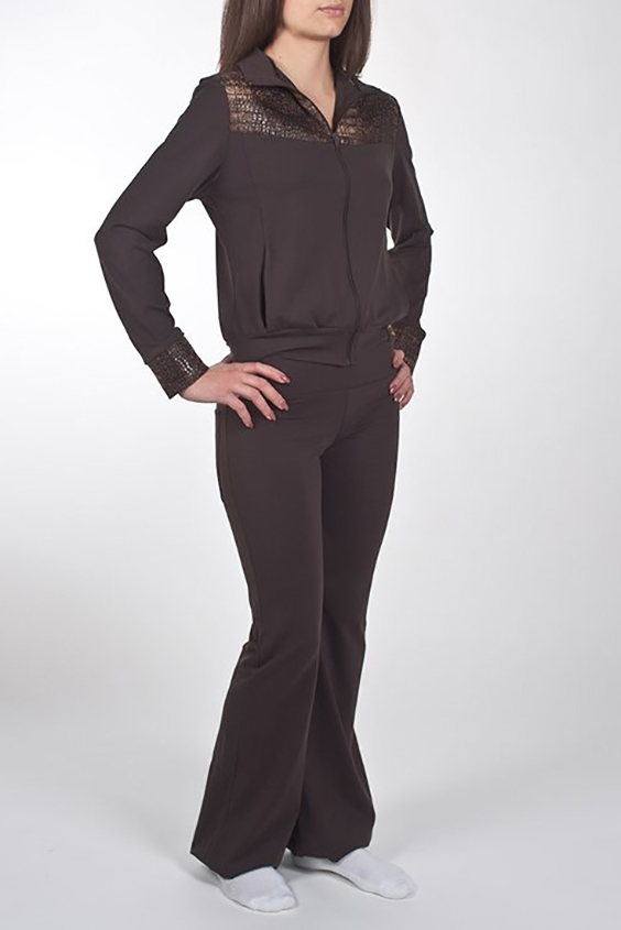 БрюкиБрюки<br>Отличные облегающие брюки для занятий спортом и свободного стиля. Модель декорирована двумя карманами с вставками из ткани под имитацию кожи. Изделие выполнено из ткани Supplex производитель DuPont - это высококачественный полиэстр. На ощупь и внешний вид он схож с мягким хлопком. Также это воздухопроницаемая ткань. Ткань SUPPLEX мягче, чем обычный полиэстр, так как она изготовлена из более тонких нитей. Изделия из SUPPLEX не выгорают, не создают парниковый эффект и позволяют телу дышать.  Модель идеально будет смотреться с курткой VOK(2)-NNE (для просмотра модели введите артикул в строке поиска)  Цвет: коричневый  Ростовка изделия 170 см.<br><br>По длине: Удлиненные<br>По материалу: Трикотаж<br>По образу: Спорт<br>По рисунку: Однотонные<br>По силуэту: Приталенные<br>По стилю: Повседневный стиль<br>По форме: Брюки-клеш<br>По элементам: С декором<br>По сезону: Осень,Весна<br>Размер : 46,50<br>Материал: Трикотаж<br>Количество в наличии: 2