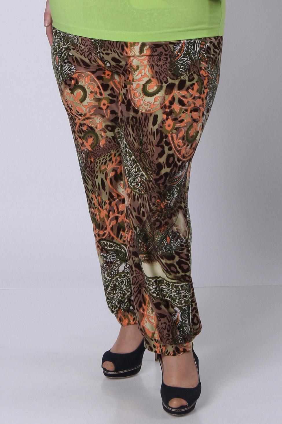 БрюкиБрюки<br>Яркие брюки с модным узором из мягкого трикотажного полотна. Низ посажен на небольшой манжет.  Длина изделия по боковому шву –  105 см.  Цвет: коричневый, оранжевый  Рост девушки-фотомодели 164 см<br><br>По материалу: Трикотаж<br>По рисунку: Абстракция,Цветные<br>По сезону: Весна,Осень<br>По силуэту: Свободные<br>По стилю: Повседневный стиль<br>По элементам: С резинкой<br>Размер : 48,50<br>Материал: Холодное масло<br>Количество в наличии: 2