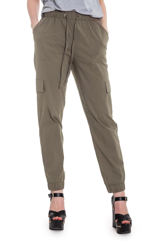 БрюкиБрюки<br>Прогрессивным и уверенным в себе женщинам определенно придутся по вкусу наши стильные брюки. Женские брюки - это не только практичный, но и эффектный предмет одежды, который прекрасно подчеркивает достоинства женской фигуры.  Брюки с притачным поясом по талии и кулиской. Накладные карманы на уровне бедер и коленей. По низу манжеты с резинкой.  Цвет: хаки.  Рост девушки-фотомодели 169 см  Длина изделия (по боковому шву) - 98 ± 2 см Длина изделия (по внутреннему шву) - 70 ± 2 см<br><br>По материалу: Костюмные ткани,Тканевые<br>По рисунку: Однотонные<br>По сезону: Весна,Зима,Лето,Осень,Всесезон<br>По силуэту: Полуприталенные<br>По стилю: Кэжуал,Молодежный стиль,Повседневный стиль,Сафари,Ультрамодный стиль<br>По элементам: С декором,С завязками,С карманами,С резинкой,Со складками<br>Размер : 42,44,46,48,50,52<br>Материал: Костюмно-плательная ткань<br>Количество в наличии: 13
