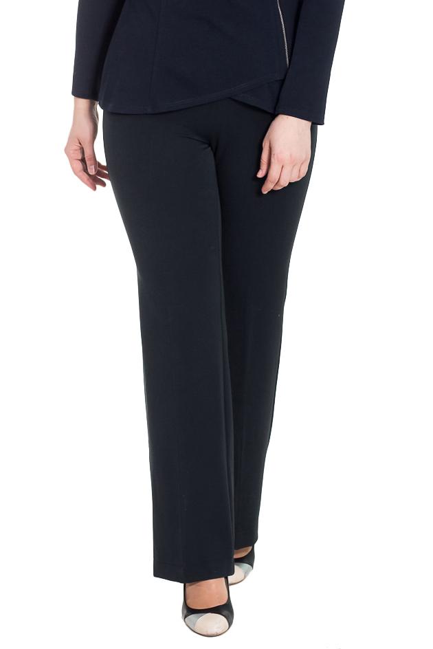 БрюкиБрюки<br>Классические женские брюки с притачным поясом чуть ниже линии талии. На задней части талиевые вытачки. Небольшой клеш к низу. Стрелки на передней части изделия. Молния в боковом шве.  Цвет: темно-синий.  Рост девушки-фотомодели 180 см  Длина изделия по боковому шву - 110 ± 2 см  Длина внутреннего шва - 89 ± 2 см<br><br>По материалу: Костюмные ткани<br>По рисунку: Однотонные<br>По сезону: Весна,Зима,Лето,Осень,Всесезон<br>По стилю: Классический стиль,Кэжуал,Офисный стиль,Повседневный стиль<br>По форме: Брюки-клеш,Классические<br>По элементам: С молнией,Со стрелками<br>Размер : 46,48<br>Материал: Костюмная ткань<br>Количество в наличии: 4