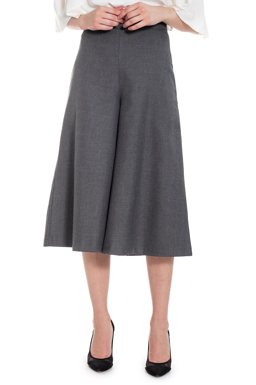 Брюки - юбкаБрюки<br>Брюки - юбка представляет собой сочетание длинной юбки и широких брюк, благодаря чему является очень удобным, женственным и практичным предметом гардероба. Изделие красиво облегает талию, ниспадая и струясь по фигуре. Элемент загадочности является определяющим фактором при выборе этой модели одежды.   Брюки - юбка с притачным поясом по талии. Молния в боковом шве.  Цвет: серый.  Рост девушки-фотомодели 169 см  Длина изделия (по боковому шву) - 73 ± 2 см Длина изделия (по внутреннему шву) - 45 ± 2 см  При создании образа, который Вы видите на фотографии, также была использована стильная блузка арт. DG1316. Для просмотра модели введите артикул в строке поиска.<br><br>По длине: Укороченные<br>По материалу: Костюмные ткани,Тканевые<br>По рисунку: Однотонные<br>По силуэту: Приталенные,Свободные<br>По стилю: Винтаж,Кэжуал,Офисный стиль,Повседневный стиль,Ультрамодный стиль<br>По форме: Брюки-клеш<br>По элементам: С завышенной талией,С молнией<br>По сезону: Лето,Осень,Весна<br>Размер : 42,44,46,48<br>Материал: Костюмная ткань<br>Количество в наличии: 17