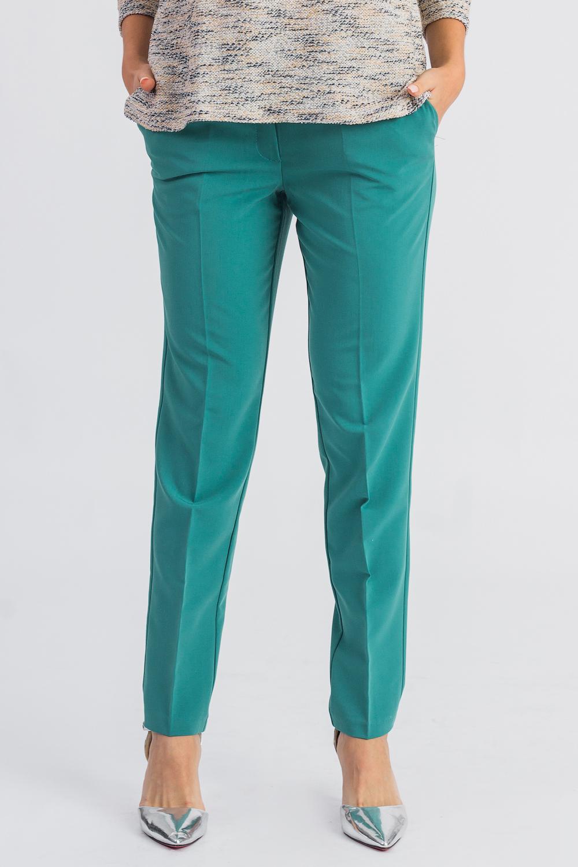 БрюкиБрюки<br>Бесспорный тренд последних модных сезонов - укороченные женские брюки. Строгие геометрические линии, однотонные расцветки станут отличной заменой обычным классическим моделям. Дополните эти стильные брюки модными аксессуарами и завершите образ успешной женщины  Брюки зауженные, с заниженной линией талии, на поясе со шлевками. На передней части изделия гульфик с застежкой на молнию и потайной крючок и карманы с отрезным бочком.  Цвет: изумруд.  Рост девушки-фотомодели 168 см.  Длина изделия по боковому шву - 96 ± 2 см  Длина внутреннего шва - 73 ± 2 см  При создании образа, который Вы видите на фотографии, также были использованы стильные блузки арт. DG4116(3111) и DG4616(3006-2091). Для просмотра модели введите артикул в строке поиска.<br><br>По длине: Укороченные<br>По материалу: Костюмные ткани,Тканевые<br>По рисунку: Однотонные<br>По сезону: Весна,Зима,Лето,Осень,Всесезон<br>По силуэту: Приталенные<br>По стилю: Классический стиль,Кэжуал,Офисный стиль,Повседневный стиль<br>По форме: Зауженные,Классические<br>По элементам: С декором,С заниженной талией,С карманами,С молнией,Со стрелками<br>Размер : 42,44,46,48<br>Материал: Костюмно-плательная ткань<br>Количество в наличии: 11