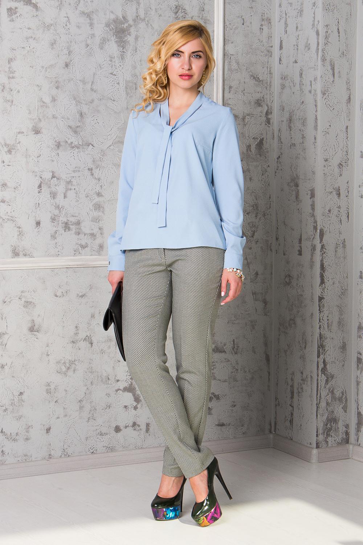 БрюкиБрюки<br>Бесспорный тренд последних модных сезонов - укороченные женские брюки. Строгие геометрические линии, однотонные расцветки станут отличной заменой обычным классическим моделям. Дополните эти стильные брюки модными аксессуарами и завершите образ успешной женщины  Брюки зауженные, с заниженной линией талии, на поясе со шлевками. На передней части изделия гульфик с застежкой на молнию и потайной крючок и карманы с отрезным бочком.  Рост девушки-фотомодели 168 см.  Длина изделия по боковому шву - 96 ± 2 см  Длина внутреннего шва - 73 ± 2 см  При создании образа, который Вы видите на фотографии, также были использованы стильные блузки арт. DG4116(3120), DG5016(3106), DG5016(3107), DG4616(3004-2091) и DG4616(3006-2091). Для просмотра модели введите артикул в строке поиска.<br><br>По длине: Укороченные<br>По материалу: Костюмные ткани,Тканевые<br>По сезону: Весна,Зима,Лето,Осень,Всесезон<br>По силуэту: Приталенные<br>По стилю: Классический стиль,Кэжуал,Офисный стиль,Повседневный стиль<br>По форме: Зауженные,Классические<br>По элементам: С декором,С заниженной талией,С карманами,С молнией,Со стрелками<br>По рисунку: В полоску,Геометрия,Цветные<br>Размер : 42,44,46,48,50<br>Материал: Костюмно-плательная ткань<br>Количество в наличии: 9