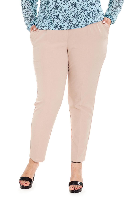 БрюкиБрюки<br>Бесспорный тренд последних модных сезонов - зауженные женские брюки, которые станут отличной заменой обычным классическим моделям. Дополните эти стильные брюки модными аксессуарами и завершите образ успешной женщины  Брюки с широким поясом, чуть ниже линии талии, зауженные книзу. На передней части изделия карманы с отрезным бочком, застежка на молнию с гульфиком.  Цвет: бежевый.  Рост девушки-фотомодели 176 см  Длина изделия по боковому шву - 104 ± 2 см  Длина внутреннего шва - 74,5 ± 2 см  При создании образа, который Вы видите на фотографии, также была использована стильная блузка арт. DG0916(2903+2902). Для просмотра модели введите артикул в строке поиска.<br><br>По материалу: Костюмные ткани<br>По образу: Город,Офис,Свидание<br>По рисунку: Однотонные<br>По сезону: Весна,Зима,Лето,Осень,Всесезон<br>По силуэту: Приталенные<br>По стилю: Классический стиль,Кэжуал,Офисный стиль,Повседневный стиль<br>По форме: Зауженные<br>По элементам: С заниженной талией,С карманами,С молнией,Со складками<br>Размер : 56,58,64,66<br>Материал: Костюмная ткань<br>Количество в наличии: 4