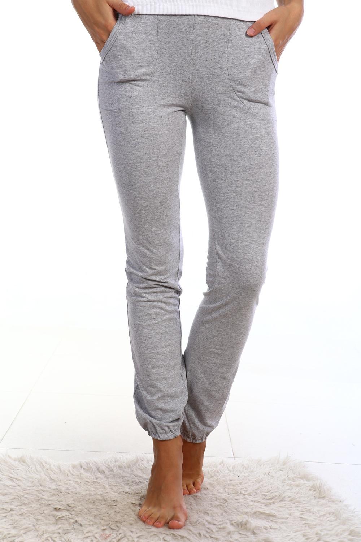БрюкиБрюки<br>Трикотажные брюки с карманами. Домашняя одежда, прежде всего, должна быть удобной, практичной и красивой. В нашей домашней одежде Вы будете чувствовать себя комфортно, особенно, по вечерам после трудового дня.  Цвет: серый  Ростовка изделия 170 см.<br><br>По материалу: Трикотаж,Хлопок<br>По рисунку: Однотонные<br>По сезону: Весна,Зима,Лето,Осень,Всесезон<br>По силуэту: Приталенные<br>По форме: Зауженные<br>По элементам: С карманами<br>Размер : 42,46,52<br>Материал: Трикотаж<br>Количество в наличии: 5