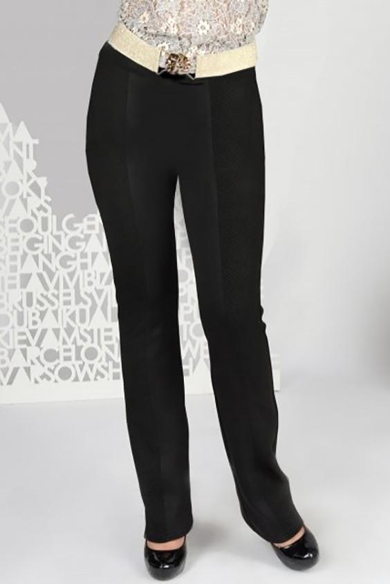 БрюкиБрюки<br>Трикотажные облегающие брюки с продольными рельефами на передней и задней половинках. Боковые вставки выполнены из отделочного материала, что визуально сделает ноги стройнее. Брюки без застежки, на поясе с широкой резинкой внутри.  Брюки без ремня.  Ширина низа брюк 41 см.   Длина по боковому шву ок. 115 см.  Цвет: черный  Ростовка изделия 170 см.<br><br>По материалу: Трикотаж<br>По образу: Город,Офис<br>По рисунку: Однотонные<br>По силуэту: Полуприталенные<br>По стилю: Классический стиль,Офисный стиль,Повседневный стиль<br>По форме: Классические<br>По элементам: С резинкой,Со складками<br>По сезону: Осень,Весна,Зима<br>Размер : 46,48<br>Материал: Трикотаж<br>Количество в наличии: 2