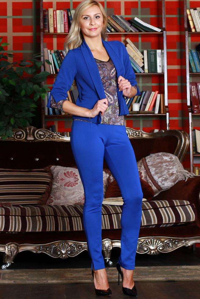 БрюкиБрюки<br>Плотно облегающие брюки из плотного трикотажного порлотна с эластаном,  по низу  боковых швов - разрезы, пояс на резинке.   Цвет: синий  Ростовка изделия 170 см.<br><br>По материалу: Вискоза,Трикотаж<br>По рисунку: Однотонные<br>По сезону: Зима<br>По силуэту: Обтягивающие<br>По стилю: Офисный стиль,Повседневный стиль<br>По форме: Зауженные<br>Размер : 42,44,46,48,50,54<br>Материал: Трикотаж<br>Количество в наличии: 6