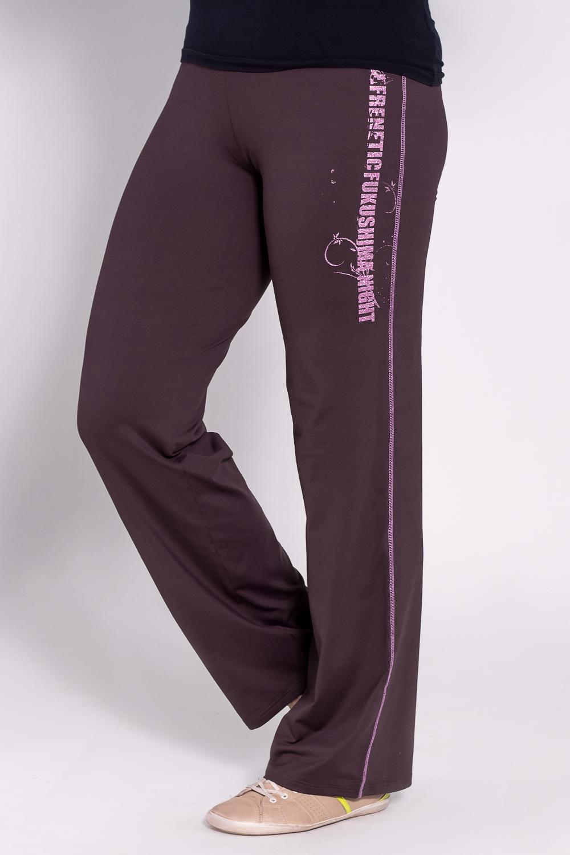 БрюкиБрюки<br>Удобные брюки из плотного трикотажа. Отличный выбор для занятий спортом или активного отдыха  Цвет: фиолетовый  Рост девушки-фотомодели 180 см<br><br>По материалу: Трикотаж<br>По рисунку: Однотонные<br>По сезону: Весна,Осень<br>По силуэту: Полуприталенные<br>По стилю: Повседневный стиль,Спортивный стиль<br>По элементам: С карманами<br>Размер : 46,48<br>Материал: Трикотаж<br>Количество в наличии: 2