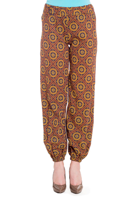 БрюкиБрюки<br>Цветные брюки из хлопкового материала. Отличный выбор для повседневного гардероба.  В изделии использованы цвета: бежевый, коричневый и др.  Рост девушки-фотомодели 170 см.<br><br>По материалу: Трикотаж,Хлопок<br>По рисунку: С принтом,Цветные<br>По силуэту: Полуприталенные<br>По стилю: Повседневный стиль<br>По форме: Шаровары<br>По элементам: С карманами,С резинкой<br>По сезону: Лето<br>Размер : 46,52<br>Материал: Трикотаж<br>Количество в наличии: 2
