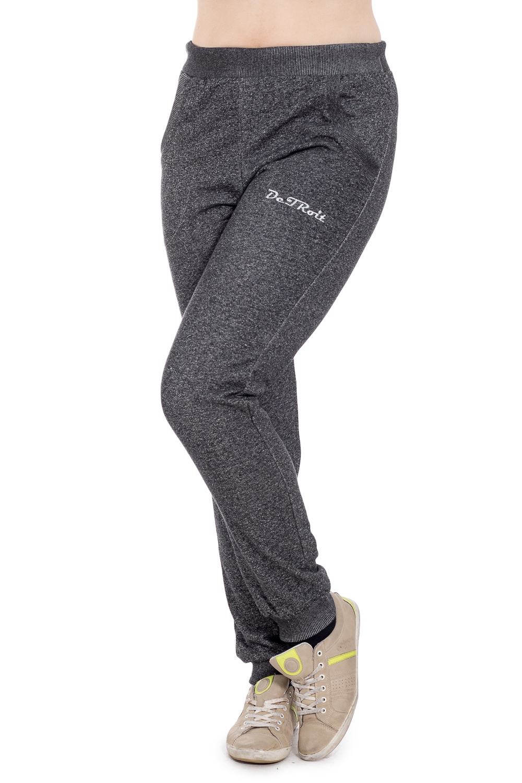 БрюкиБрюки<br>Теплые брюки из эластичного материала. Отличный выбор для занятий спортом или активного отдыха.  Цвет: серый  Рост девушки-фотомодели 180 см<br><br>По материалу: Трикотаж<br>По рисунку: Однотонные<br>По силуэту: Полуприталенные<br>По стилю: Спортивный стиль<br>По элементам: С карманами<br>По сезону: Зима<br>Размер : 46<br>Материал: Футер<br>Количество в наличии: 1