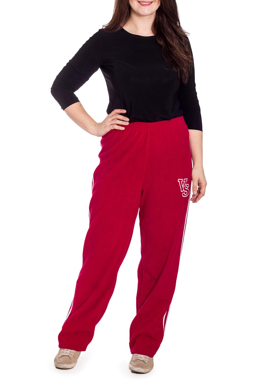 БрюкиСпортивная одежда<br>Однотонные брюки из мягкого флиса. Отличный выбор для занятий спортом или активного отдыха.  Цвет: красный  Рост девушки-фотомодели 180 см.<br><br>По длине: Макси<br>По рисунку: Однотонные<br>По сезону: Осень,Зима<br>По силуэту: Полуприталенные<br>По стилю: Спортивный стиль<br>По форме: Брюки<br>Размер : 54<br>Материал: Флис<br>Количество в наличии: 1