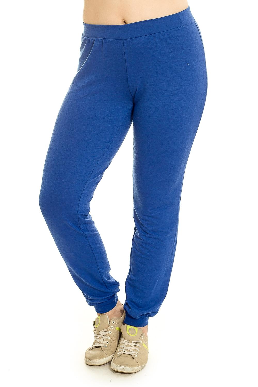 БрюкиБрюки<br>Особенно актуальны сейчас трикотажные брюки с заниженной линией талии без карманов. Манжеты и широкий пояс на резинке из ткани в рубчик (кашкорсе), пояс дополнен шнурком. Манжеты в этих брюках служат яркой отделочной и функциональной деталью, которые можно носить с любой обовью.  Цвет: синий  Рост девушки-фотомодели 180 см.<br><br>По материалу: Трикотаж,Хлопок<br>По рисунку: Однотонные<br>По силуэту: Приталенные<br>По стилю: Повседневный стиль,Спортивный стиль<br>По элементам: С карманами,С резинкой<br>По сезону: Осень,Весна<br>Размер : 44,46,48,50,52,54<br>Материал: Трикотаж<br>Количество в наличии: 23