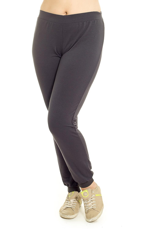 БрюкиБрюки<br>Особенно актуальны сейчас трикотажные брюки с заниженной линией талии без карманов. Манжеты и широкий пояс на резинке из ткани в рубчик (кашкорсе), пояс дополнен шнурком. Манжеты в этих брюках служат яркой отделочной и функциональной деталью, которые можно носить с любой обовью.  Цвет: серый  Рост девушки-фотомодели 180 см.<br><br>По материалу: Трикотаж,Хлопок<br>По рисунку: Однотонные<br>По силуэту: Приталенные<br>По стилю: Повседневный стиль,Спортивный стиль<br>По элементам: С карманами,С резинкой<br>По сезону: Осень,Весна<br>Размер : 48,50<br>Материал: Трикотаж<br>Количество в наличии: 2
