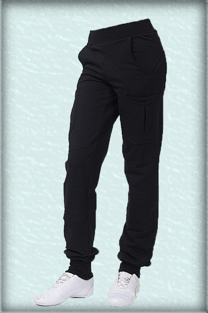 БрюкиСпортивная одежда<br>Спортивные брюки из плотного трикотажа. Отличный выбор для активного отдыха или занятий спортом. Сзади небольшие кармашки  Цвет: черный<br><br>По материалу: Трикотаж,Хлопок<br>По рисунку: Однотонные<br>По сезону: Весна,Осень,Зима<br>По силуэту: Полуприталенные<br>По стилю: Повседневный стиль,Спортивный стиль<br>По элементам: С карманами<br>По длине: Макси<br>По форме: Спортивные брюки<br>Размер : 42,44,48<br>Материал: Трикотаж<br>Количество в наличии: 3