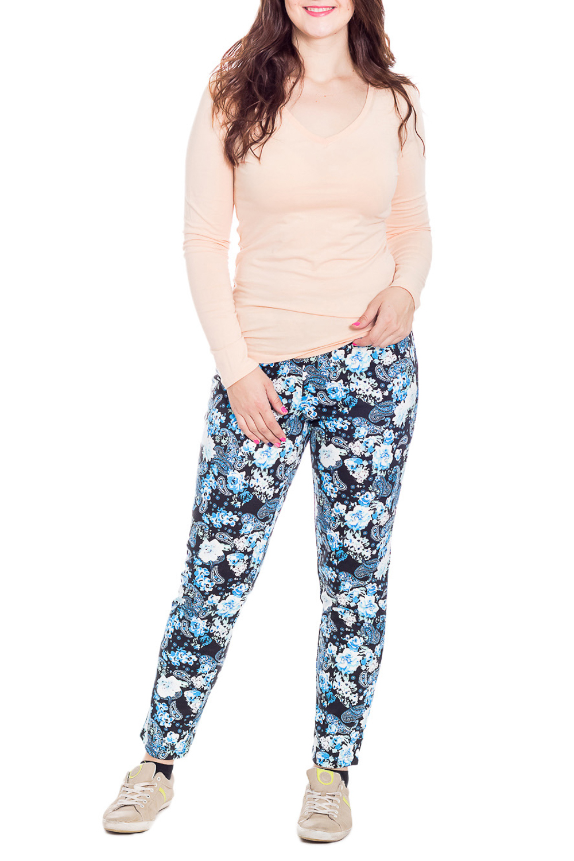 БрюкиБрюки<br>Домашние брюки из мягкого трикотажа. Домашняя одежда, прежде всего, должна быть удобной, практичной и красивой. В брюках Вы будете чувствовать себя комфортно, особенно, по вечерам после трудового дня. Ростовка изделия 164 см.  В изделии использованы цвета: синий, голубой, белый  Рост девушки-фотомодели 180 см.<br><br>По материалу: Вискоза,Трикотаж<br>По рисунку: Растительные мотивы,Цветные,Цветочные,С принтом<br>По сезону: Весна,Зима,Лето,Осень,Всесезон<br>По силуэту: Приталенные<br>Размер : 48,50,52,54<br>Материал: Трикотаж<br>Количество в наличии: 14