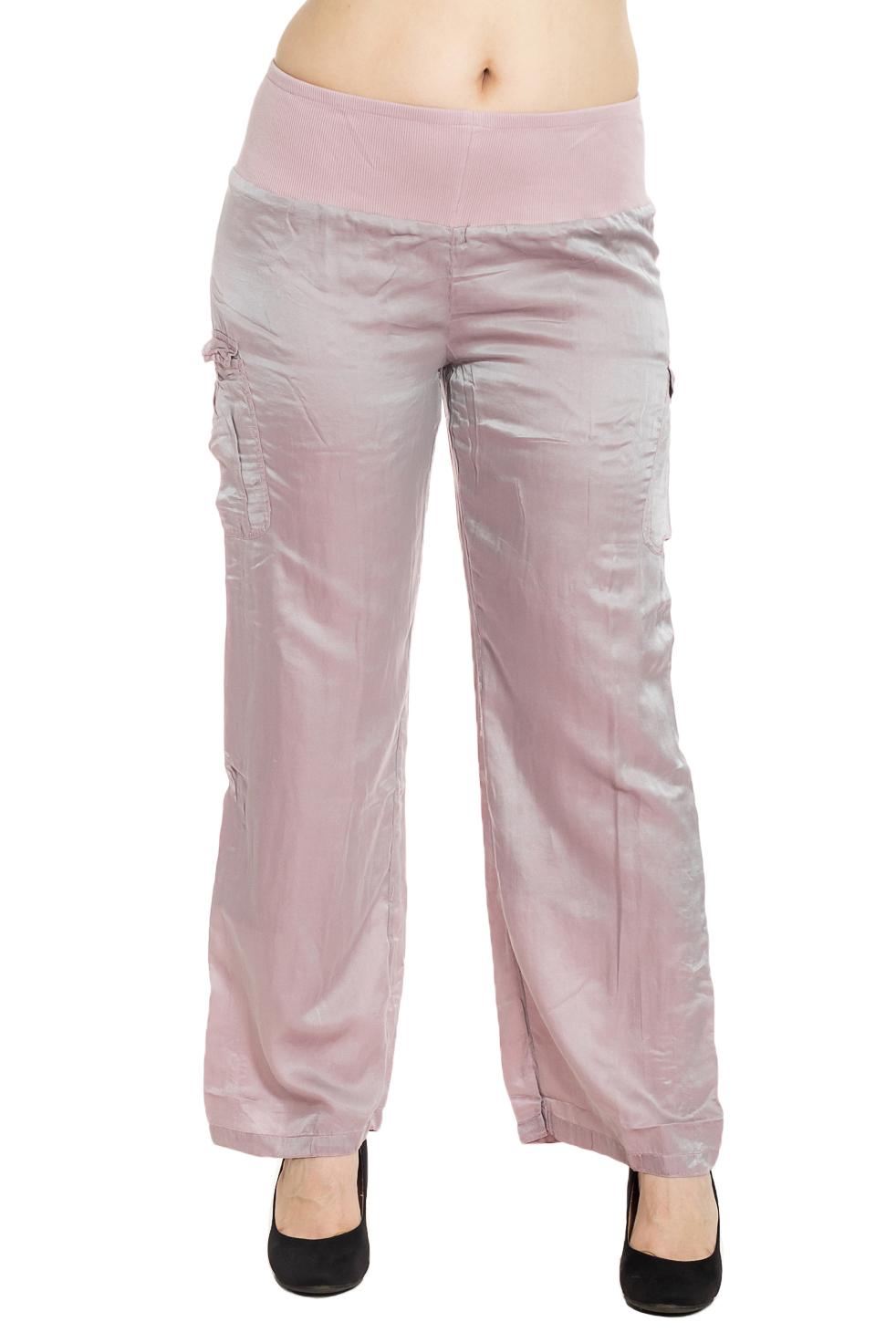 БрюкиБрюки<br>Универсальные брюки из приятного материала. Отличный выбор для повседневного гардероба.  Цвет: розовый  Рост девушки-фотомодели 180 см.<br><br>По материалу: Шелк<br>По рисунку: Однотонные<br>По силуэту: Полуприталенные<br>По стилю: Повседневный стиль,Летний стиль<br>По элементам: С карманами,С резинкой<br>По сезону: Лето<br>Размер : 44,46,50,54,60,64,68<br>Материал: Шелк<br>Количество в наличии: 20