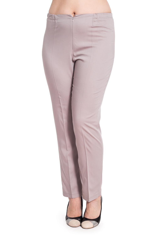 БрюкиБрюки<br>Классические брюки с резинкой в поясе и застежкой на молнию. Модель выполнена из костюмно-плательной ткани. Отличный выбор для повседневного и делового гардероба. Ростовка изделия 170 см.  В изделии использованы цвета: бежевый  Рост девушки-фотомодели 180 см<br><br>По материалу: Костюмные ткани,Тканевые<br>По рисунку: Однотонные<br>По сезону: Весна,Зима,Лето,Осень,Всесезон<br>По силуэту: Полуприталенные<br>По стилю: Классический стиль,Офисный стиль,Повседневный стиль<br>По форме: Классические<br>По элементам: Со стрелками<br>Размер : 52,54,56<br>Материал: Костюмно-плательная ткань<br>Количество в наличии: 3