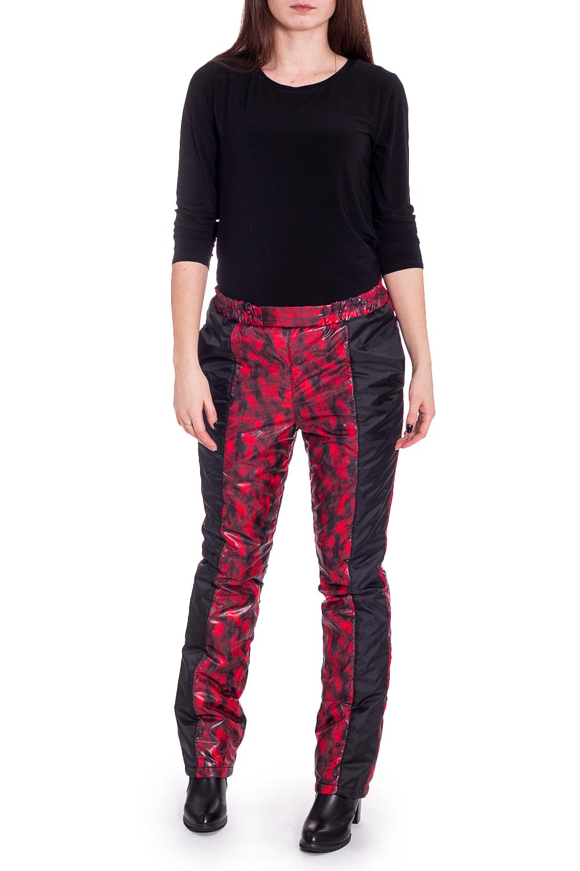 БрюкиБрюки<br>Теплые брюки из плотного материала. Отличный выбор для занятий спортом или активного отдыха.   В изделии использованы цвета: черный, красный  Рост девушки-фотомодели 170 см.<br><br>По рисунку: С принтом,Цветные<br>По силуэту: Полуприталенные<br>По стилю: Спортивный стиль<br>По сезону: Зима<br>Размер : 46<br>Материал: Болонья<br>Количество в наличии: 1