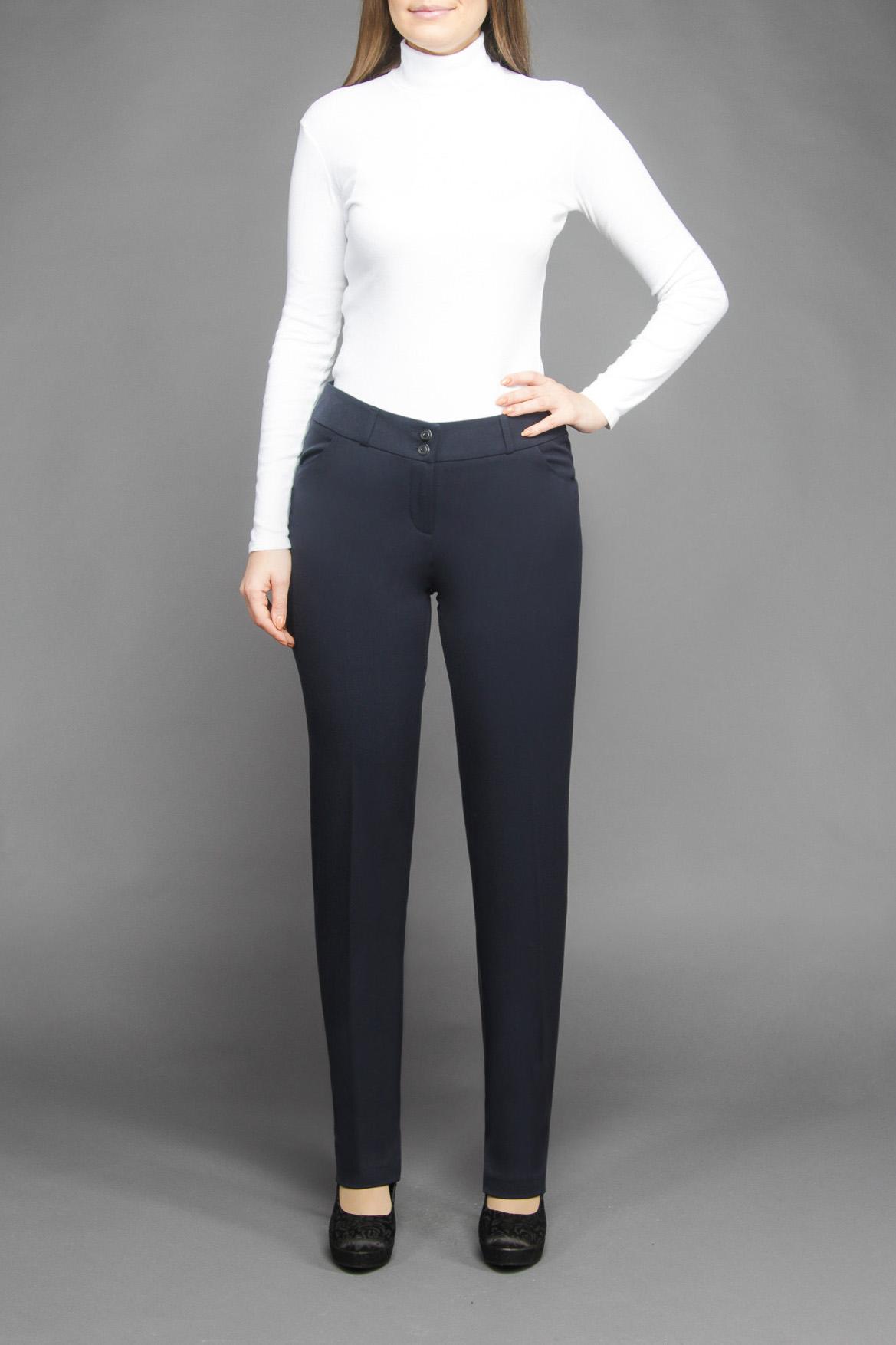 БрюкиБрюки<br>Молодежные прямые узкие женские брюки, на притачном поясе со шлевками. Застежка расположена спереди и закреплена на пуговицу, элегантные небольшие карманы спереди и задние карманы в рамку завершают полный образ данной модели, а аккуратная зауженность по всей длине брюк прекрасно позволяет подчеркнуть стройность ног своей хозяйки.  Цвет: темно-синий  Ростовка изделия 170 см.<br><br>По материалу: Тканевые<br>По рисунку: Однотонные<br>По силуэту: Полуприталенные<br>По стилю: Классический стиль,Офисный стиль,Повседневный стиль<br>По форме: Классические<br>По сезону: Осень,Весна,Зима<br>Размер : 42,44,48,50,52,54<br>Материал: Костюмная ткань<br>Количество в наличии: 7