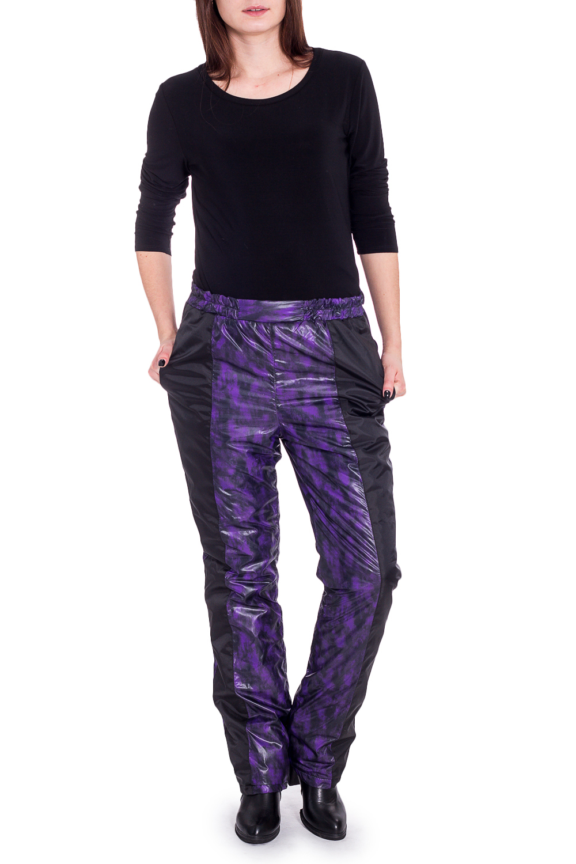 БрюкиБрюки<br>Теплые брюки из плотного материала. Отличный выбор для занятий спортом или активного отдыха.   В изделии использованы цвета: фиолетовый, черный  Рост девушки-фотомодели 170 см.<br><br>По рисунку: С принтом,Цветные<br>По силуэту: Полуприталенные<br>По стилю: Спортивный стиль<br>По сезону: Зима<br>Размер : 46<br>Материал: Болонья<br>Количество в наличии: 1