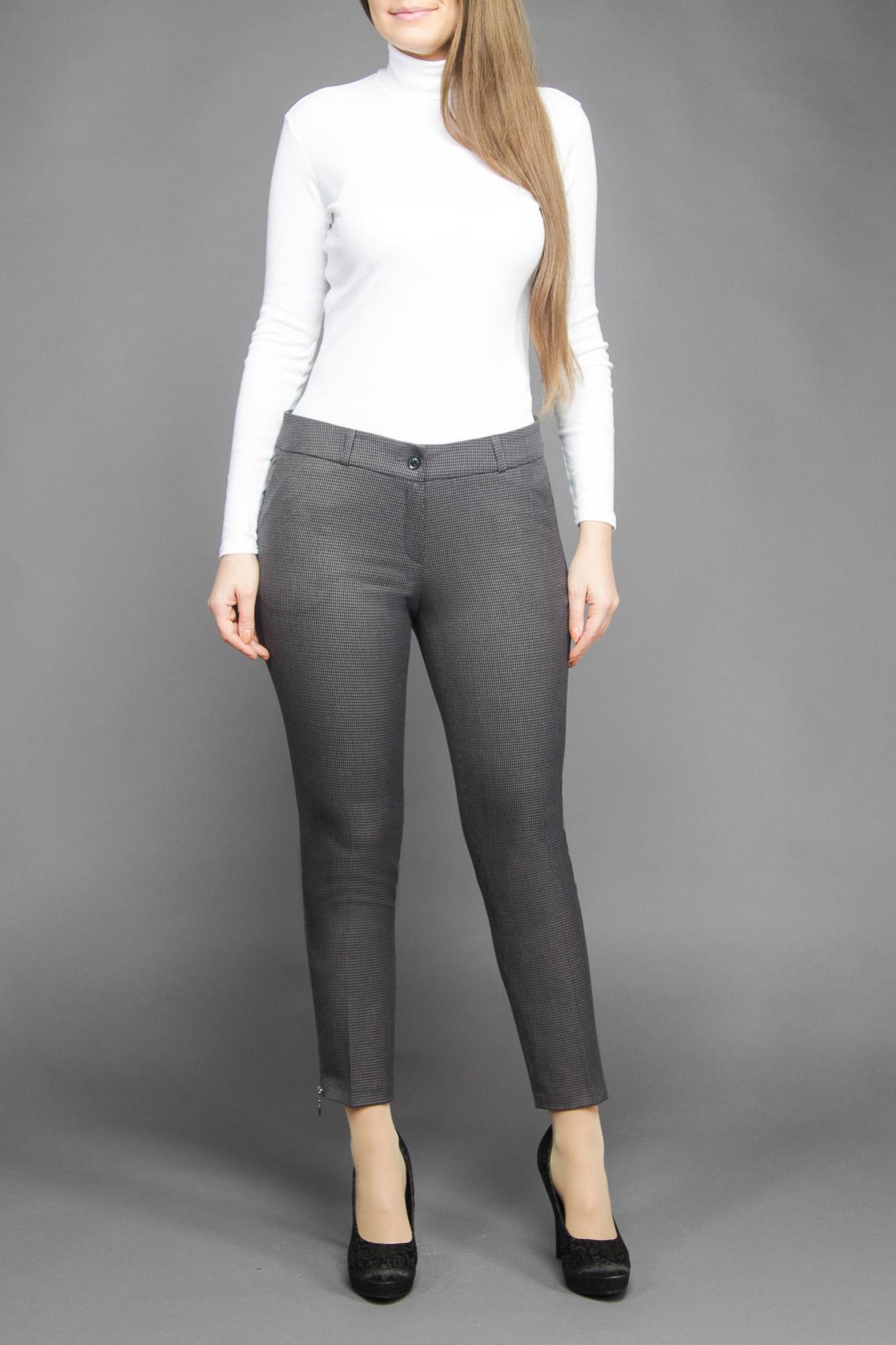 БрюкиБрюки<br>Великолепные молодежные узкие брюки ультрамодной длины 7/8. Данная модель на притачном поясе, сзади с карманами в рамку. Застежка расположена спереди на молнию и закрепляется пуговицей. Великолепная посадка позволяет точно и корректно подчеркнуть стройность фигуры на уровне талии и бедер, а точный дизайнерский расчет в расцветке ткани, расположенные по низу брюк сбоку металлические молнии, все это оставит незабываемое впечатление у молодых женщинЦвет: серыйРостовка изделия 170 см.<br><br>Длина: Укороченные<br>Материал: Тканевые<br>Рисунок: Однотонные<br>Сезон: Весна,Осень,Зима<br>Силуэт: Полуприталенные<br>Стиль: Классический стиль,Офисный стиль,Повседневный стиль<br>Форма: Классические<br>Размер : 44,50<br>Материал: Костюмная ткань<br>Количество в наличии: 3