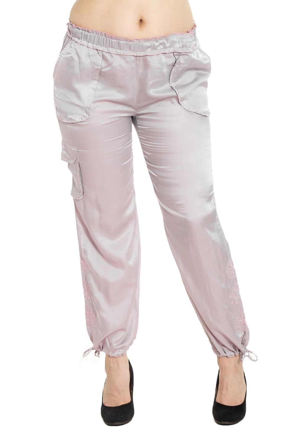 БрюкиБрюки<br>Универсальные брюки из приятного материала. Отличный выбор для повседневного гардероба.  Цвет: серо-розовый  Рост девушки-фотомодели 180 см.<br><br>По материалу: Шелк<br>По рисунку: Однотонные<br>По силуэту: Полуприталенные<br>По стилю: Повседневный стиль<br>По элементам: С карманами,С резинкой<br>По сезону: Лето<br>Размер : 44,46,48,50,54,60,64,68<br>Материал: Шелк<br>Количество в наличии: 21