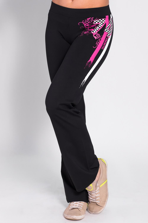 БрюкиБрюки<br>Удобные брюки из плотного трикотажа. Отличный выбор для занятий спортом или активного отдыха  Цвет: черный, розовый, белый  Рост девушки-фотомодели 170 см<br><br>По материалу: Трикотаж<br>По рисунку: Однотонные<br>По сезону: Весна,Осень<br>По силуэту: Полуприталенные<br>По стилю: Повседневный стиль,Спортивный стиль<br>По элементам: С карманами<br>Размер : 44,46<br>Материал: Трикотаж<br>Количество в наличии: 2