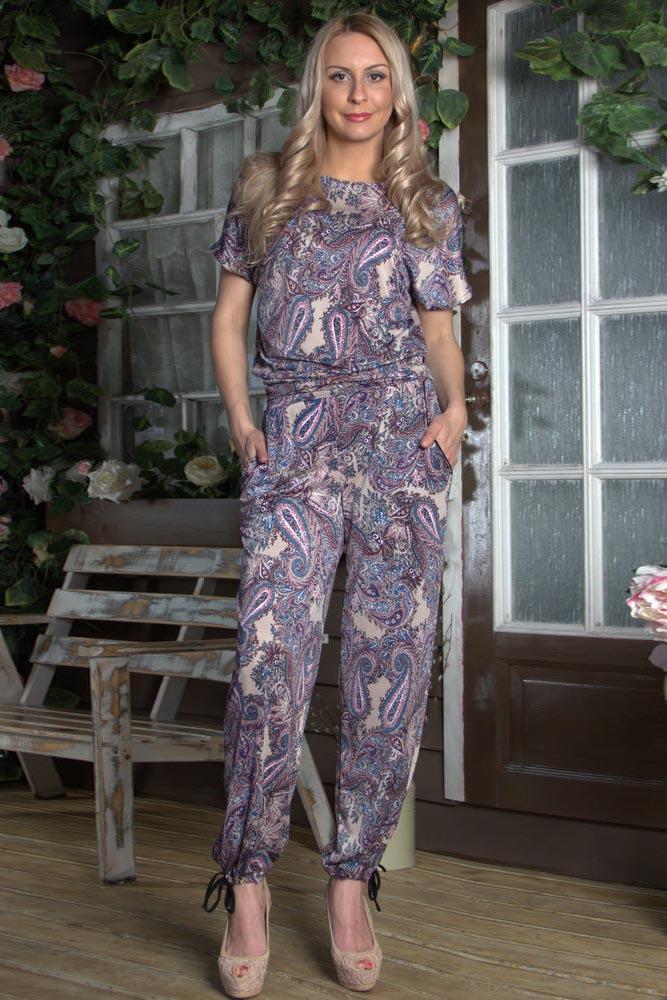 БрюкиБрюки<br>Прямые брюки из легкого струящегося трикотажа с  боковыми карманами, пояс на широкой резинке, по низу брюк - кулиса. Цвет: сиреневый, мультицветРостовка изделия 170 см.<br><br>Застежка: С завязками,С резинкой<br>Материал: Трикотаж<br>Рисунок: Цветные,С принтом,Этнические<br>Сезон: Лето<br>Силуэт: Свободные<br>Стиль: Повседневный стиль,Летний стиль<br>Форма: Шаровары<br>Элементы: С карманами<br>Размер : 44<br>Материал: Трикотаж<br>Количество в наличии: 1