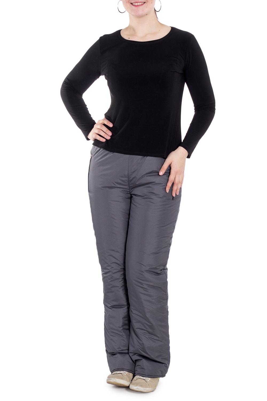 БрюкиБрюки<br>Однотонные брюки с карманами на молнии. Модель выполнена из плотной болоньи с подкладом из полиэстера. Отличный выбор для занятий спортом или активного отдыха.  Цвет: серый  Рост девушки-фотомодели 180 см.<br><br>По рисунку: Однотонные<br>По силуэту: Прямые<br>По стилю: Повседневный стиль,Спортивный стиль<br>По элементам: С карманами<br>По сезону: Зима<br>Размер : 54,56,58<br>Материал: Болонья<br>Количество в наличии: 3