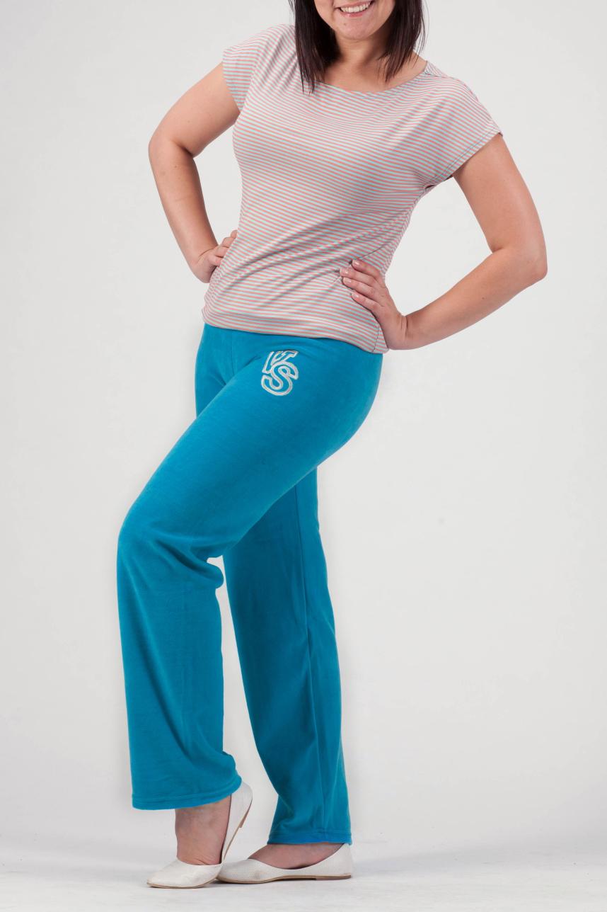 БрюкиБрюки<br>Однотонные брюки из мягкого велюра. Отличный выбор для занятий спортом или активного отдыха.  Цвет: голубой  Рост девушки-фотомодели 170 см.<br><br>По материалу: Трикотаж<br>По образу: Город,Спорт<br>По рисунку: Однотонные<br>По силуэту: Полуприталенные<br>По стилю: Повседневный стиль,Спортивный стиль<br>По сезону: Осень,Весна<br>Размер : 58<br>Материал: Велюр<br>Количество в наличии: 2