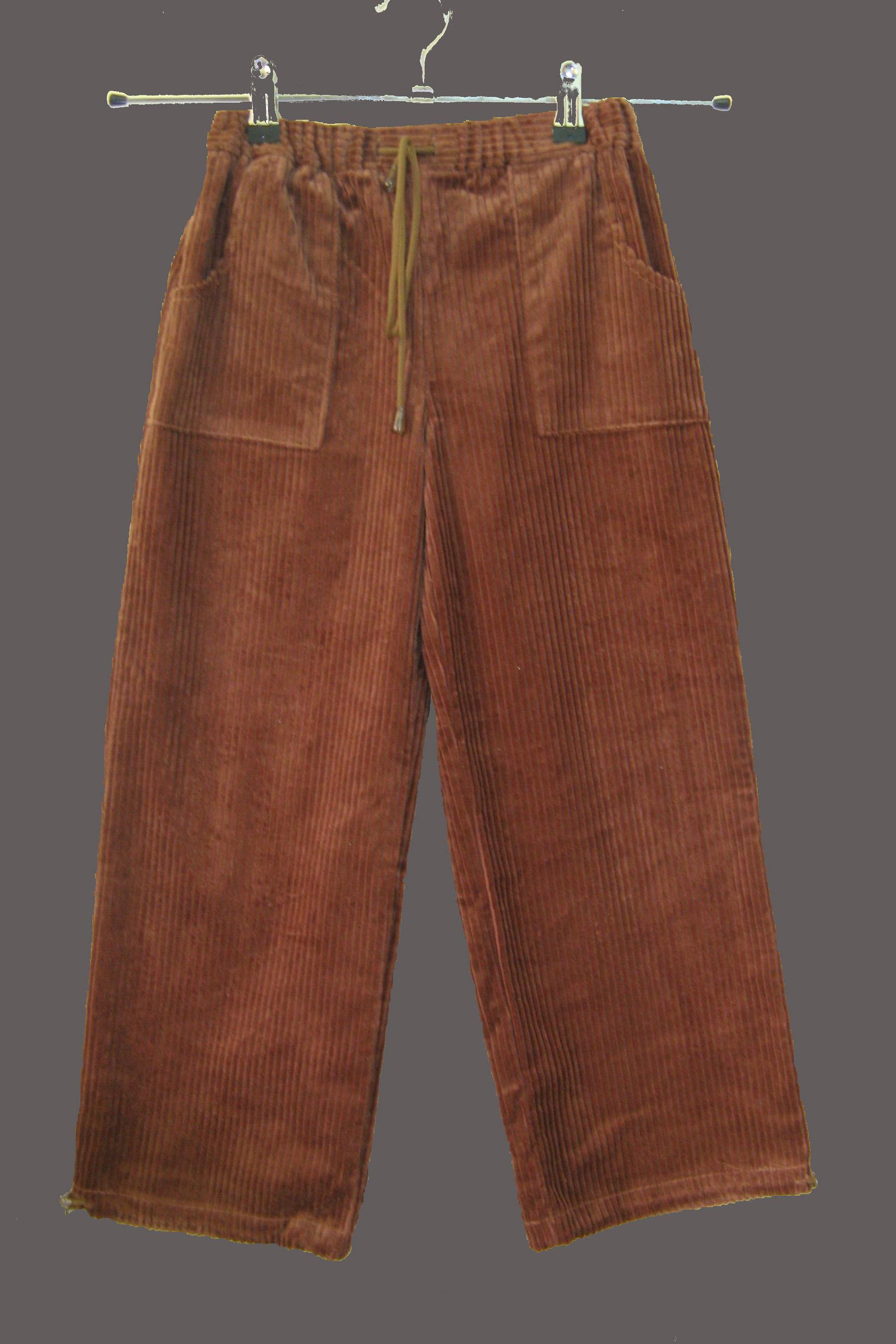 БрюкиБрюки<br>Теплые брюки для девочки. Низ брюк собирается на резинку.  Цвет: коричневый  Размер 122 соответствует росту 117-122 см<br><br>По возрасту: Дошкольные ( от 3 до 7 лет)<br>По длине: Удлинненые<br>По материалу: Утепленные,Хлопковые<br>По образу: Повседневные<br>По рисунку: Однотонные<br>По сезону: Весна,Осень<br>По силуэту: Свободные<br>По элементам: На резинке,С карманами<br>Размер : 122<br>Материал: Велюр<br>Количество в наличии: 4