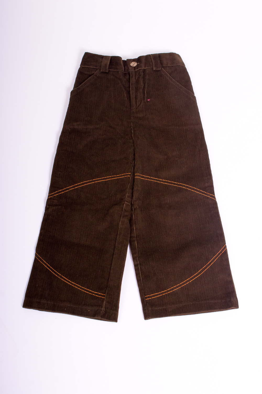 БрюкиБрюки<br>Хлопковые брюки для мальчика  Размер 92 соответствует росту 87-92 см  Цвет: коричневый<br><br>По материалу: Хлопковые<br>По образу: Повседневные<br>По рисунку: Однотонные<br>По сезону: Осень,Весна<br>По силуэту: Полуприталенные<br>По элементам: С карманами<br>По стилю: Классические<br>По возрасту: Ясельные ( от 1 до 3 лет)<br>По длине: Удлиненные<br>Размер : 92<br>Материал: Вельвет<br>Количество в наличии: 1