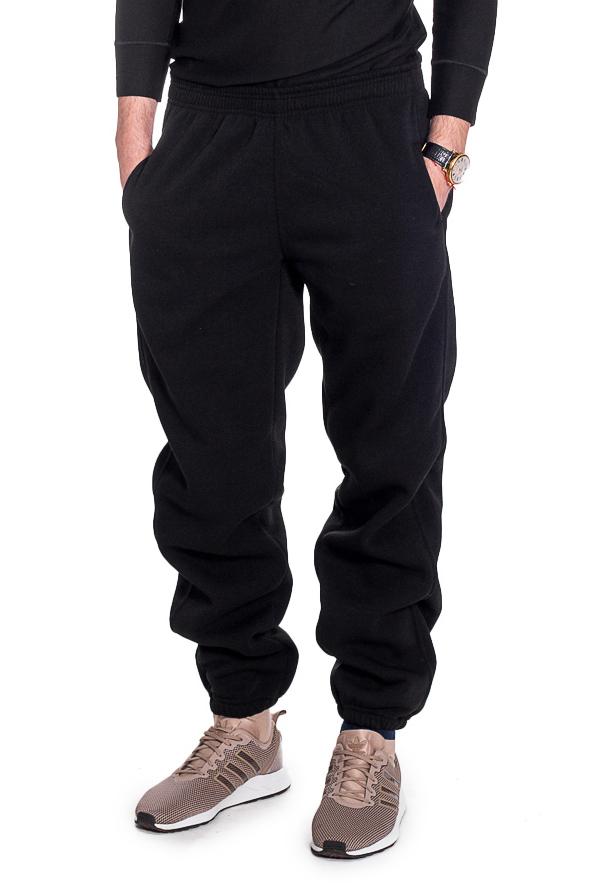 БрюкиБрюки<br>Мужские трикотажные брюки. Отличный вариант для активного отдыха и для домашнего использования.  Рост мужчины-фотомодели 182 см.  Цвет: черный.<br><br>По сезону: Осень,Весна<br>Размер : 52,54,56<br>Материал: Трикотаж<br>Количество в наличии: 14