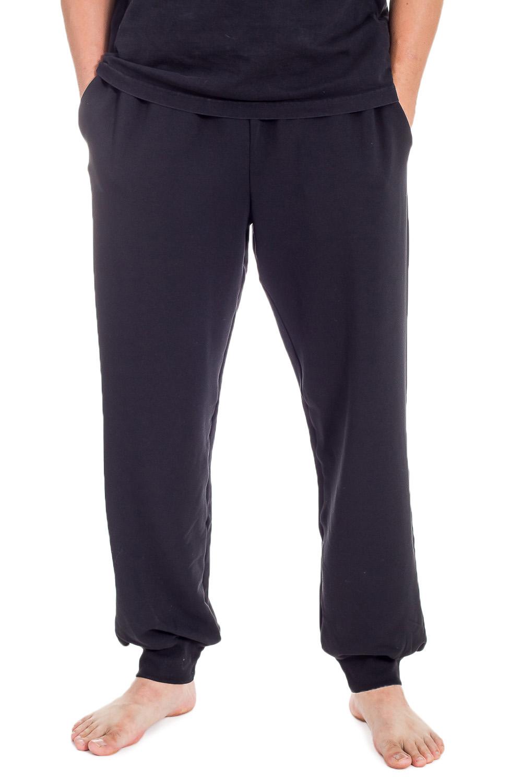 БрюкиБрюки<br>Мужские брюки из эластичного трикотажа. Отличный выбор для повседневного гардероба и активного отдыха.  Цвет: черный  Ростовка изделия 176 см.<br><br>По сезону: Осень,Весна<br>Размер : 52<br>Материал: Трикотаж<br>Количество в наличии: 1
