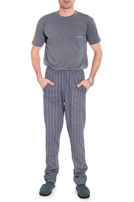 БрюкиБрюки<br>Удобные и практичные мужские брюки. Модель выполнена из хлопкового материала. Отличный выбор для домашнего отдыха.  В изделии использованы цвета: синий, белый  Рост мужчины-фотомодели 177 см<br><br>По сезону: Всесезон<br>Размер : 50,52,56,58<br>Материал: Трикотаж<br>Количество в наличии: 4