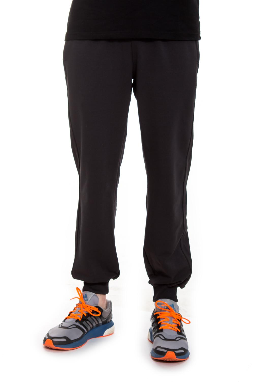 БрюкиБрюки<br>Брюки из эластичной хлопковой ткани, отлично держат форму. Отстроченный широкий пояс на резинке со шнурком, дает ощущение полного комфорта. Края карманов, все швы и низ брюк с двойной отстрочкой, что дает усиление от деформации при носке. Глубокий карман, который не оттопыривается.  Цвет: серый  Рост мужчины-фотомодели 182 см<br><br>По сезону: Осень,Весна<br>Размер : 46,48,50,52,54,56<br>Материал: Трикотаж<br>Количество в наличии: 17