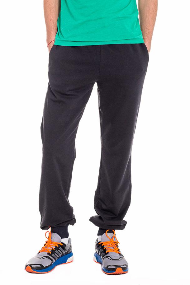БрюкиБрюки<br>Утепленные мужские брюки на флисе. Отличный вариант для активного отдыха или занятий спортом.  Ростовка изделия 176 см.  Цвет: темно-серый  Рост мужчины-фотомодели 182 см.<br><br>По сезону: Зима<br>Размер : 46,48,50,52,54,56<br>Материал: Трикотаж<br>Количество в наличии: 12