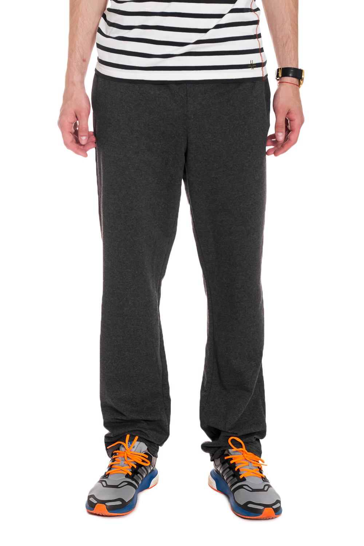 БрюкиБрюки<br>Трикотажные мужские брюки с карманами. Отличный вариант для активного отдыха или занятий спортом.  Ростовка изделия 176 см.  Цвет: темно-серый  Рост мужчины-фотомодели 182 см.<br><br>По сезону: Осень,Весна<br>Размер : 46<br>Материал: Трикотаж<br>Количество в наличии: 1
