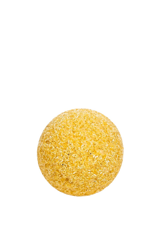 Натуральная бомбочка для ванны Апельсин-корицаБомбочки для ванны<br>Бомбочка Для Ванны Апельсин-Корица  Состав:  Гидрокарбонат натрия, соль морская, лимонная кислота, облепиховое масло, эфирное масло апельсина, эфирное масло корицы, корица, эфирное масло бергамота, эфирное масло лимона.  Активные Ингредиенты И Их Действие:  Облепиховое Масло способствует предотвращению преждевременного старения кожи, эластичность и упругость кожи, устраняет не глубокие мимические морщины, способствует осветлению пигментных пятен и веснушек и общему отбеливанию кожи, питает и смягчает кожу, защищая ее от потери влаги, высыхания и шелушения, способствует восстановлению кислотно-щелочного и липидного баланса кожи.  Эфирное Масло Апельсина обладает антисептическим, противоспазматическим, бактерицидным, дезодорирующим действием, а также является прекрасным антидепрессантом.  Эфирное Масло Бергамота обладает антидепрессивным, антисептическим, спазмолитическим, жаропонижающим действием.  Эфирное Масло Лимона  устраняет депрессии, тонизирует нервную систему, освежает, повышает интерес к жизни.  Эфирное Масло Корицы согревает, устраняет астено-депрессивные состояния и эмоциональный холод.  Морская Соль питает кожу необходимыми элементами и активно очищает её от токсинов, шлаков.  Способ Применения: Один шарик рассчитан на одно принятие ванны. Положите шарик в ванну, наполненную теплой водой (36-38 C), и дайте ему раствориться. Принимайте ванну 15-20 минут. После ванны не используйте мыло или гель для душа. Ополоснитесь теплой водой, промокните тело полотенцем и позвольте маслам впитаться в Вашу кожу.  Упаковка: 80 ± 10 гр. Стоимость указана за 1шт.  Срок Годности: 2 года<br><br>Размер : UNI<br>Количество в наличии: 27