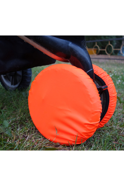ЧехлыАксессуары<br>Простое решение для защиты от грязи и слякоти в осенне-зимнее время года.  То, что с малышом нужно чаще гулять, знают все. Но как же неохота после этого каждый раз мыть колёса у коляски. А и не нужно Представляем необычайно удобную вещь – специальные чехлы на колёса коляски.  Это прекрасная защита от грязи и слякоти. Незаменимы при ситуации, когда малыш заснул во время прогулки – ведь будить его не хочется. Просто наденьте чехлы на колёса и закатите коляску домой. Чистый пол и хорошее настроение проснувшегося малыша вам обеспечены. Ткань, из которой сделаны чехлы, легко стирается. Размеры чехлов универсальны и рассчитаны практически на любой тип коляски.  Удобно и просто. • защита от грязи и слякоти • не нужно после каждого выхода на улицу мыть колеса коляски • если малыш заснул на прогулке, а нужно уже возвращаться – просто оденьте на колеса чехлы и закатите коляску домой • удобная конструкция предотвратит высыпание засохшей грязи  В наборе 2 шт., d=18-28 см  Цвет: ярко-оранжевый<br><br>По сезону: Всесезон<br>Размер : UNI<br>Материал: Болонья<br>Количество в наличии: 3